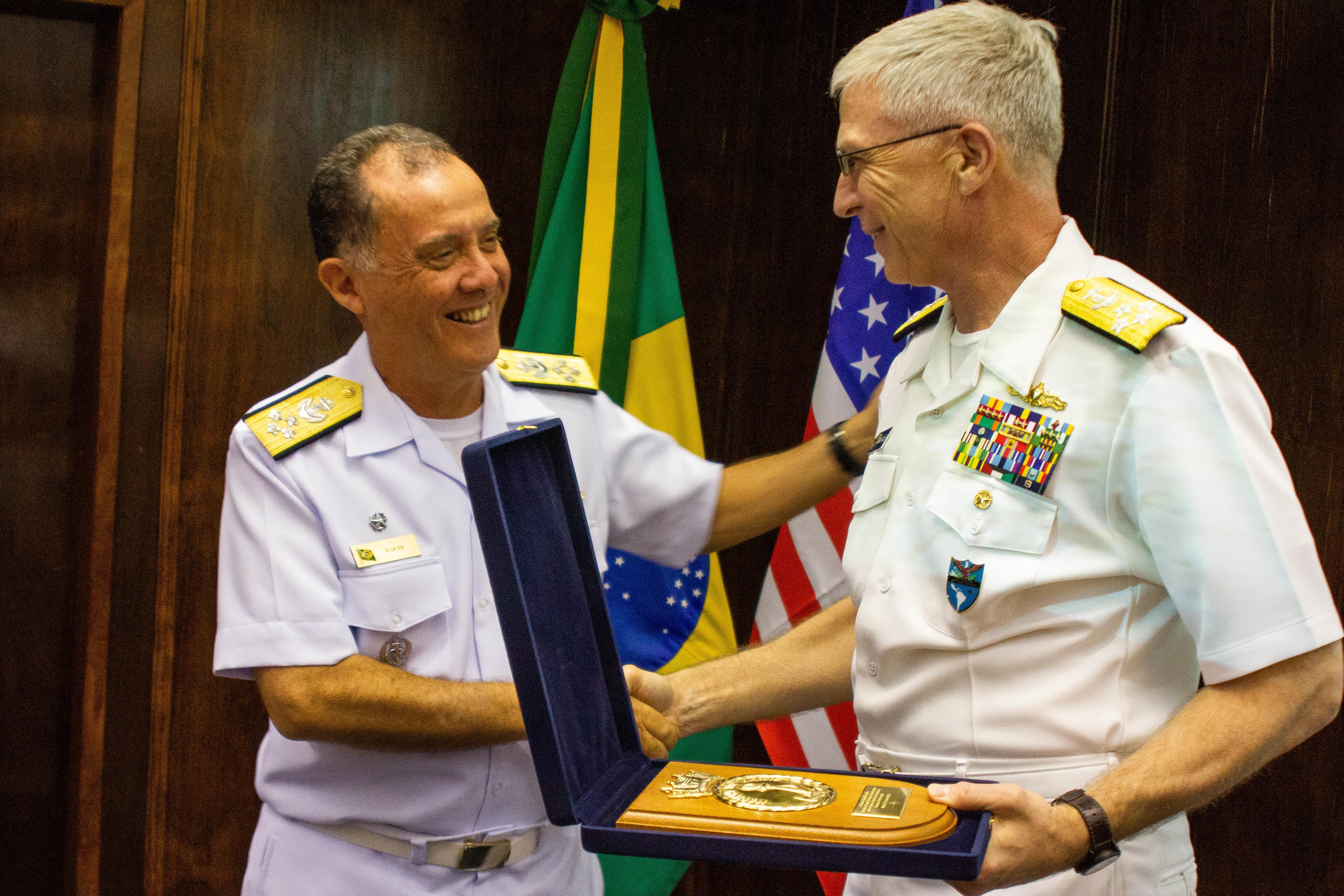El Jefe del Comando Sur de Estados Unidos, el almirante Craig Faller, durante su visita a Brasil - febrero 2019