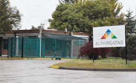 Alpargatas cerró su planta en Catamarca y 500 personas perdieron su trabajo. Una parte más del total de 9.200.