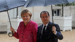 Merkel y Hollande, hoy en París. / FOTO: A. ANTONIOL (GETTY)